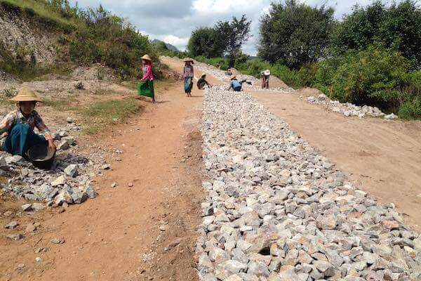 road kalaw to inle lake construction women